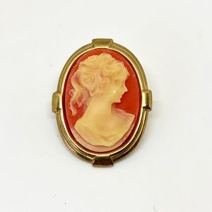 Oval Gold Cameo Brooch Pin